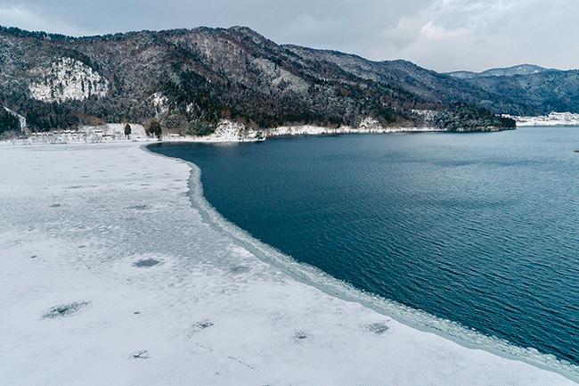 徳山鮓 雪の余呉湖